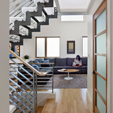 Modern Staircase by yamamar design