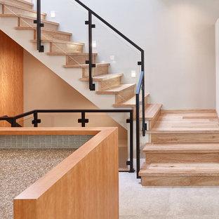 Diseño de escalera en L, minimalista, pequeña, con escalones de madera y contrahuellas de madera