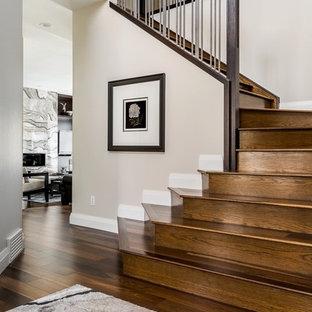 Modelo de escalera en L, minimalista, de tamaño medio, con escalones de madera y contrahuellas de madera