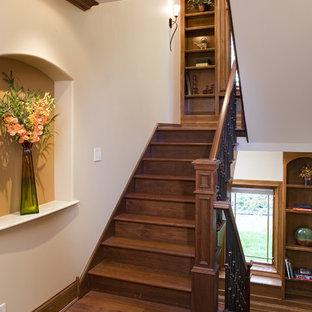 Foto de escalera en U, contemporánea, grande, con escalones de madera y contrahuellas de madera