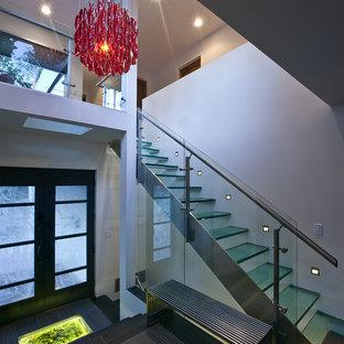 Diseño de escalera recta minimalista
