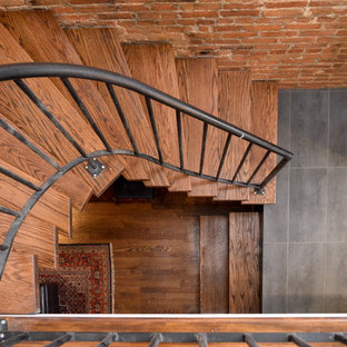 Foto de escalera en U, contemporánea, de tamaño medio, con escalones de madera, contrahuellas de metal y barandilla de metal