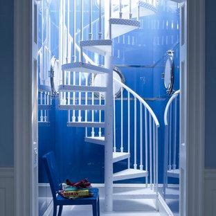 Пример оригинального дизайна интерьера: винтовая лестница в современном стиле с металлическими ступенями без подступенок