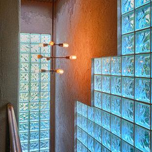 ロサンゼルスの大きい金属製のインダストリアルスタイルのおしゃれな直階段 (金属の蹴込み板) の写真