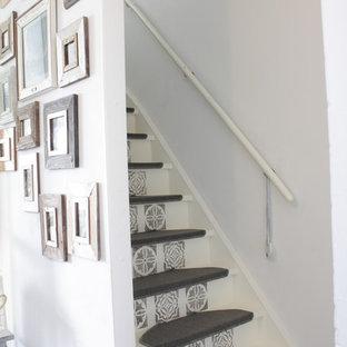 Esempio di una scala a rampa dritta eclettica con pedata in legno verniciato e alzata in legno verniciato