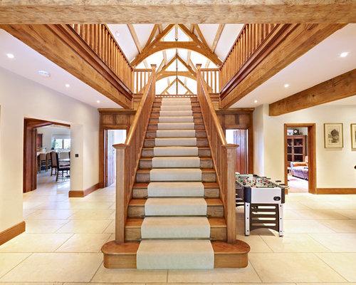 foto de escalera recta rstica grande con escalones de madera de