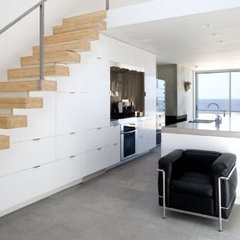 modern staircase by Ehrenclou Architects