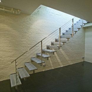 Idée de décoration pour un escalier minimaliste.