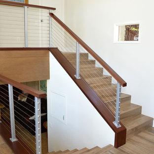 Foto de escalera en L, vintage, de tamaño medio, con escalones con baldosas, contrahuellas con baldosas y/o azulejos y barandilla de varios materiales