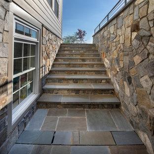 Пример оригинального дизайна: прямая лестница в современном стиле с ступенями из сланца и металлическими перилами