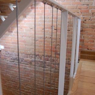 Idées déco pour un escalier sans contremarche scandinave en L avec des marches en bois et un garde-corps en métal.