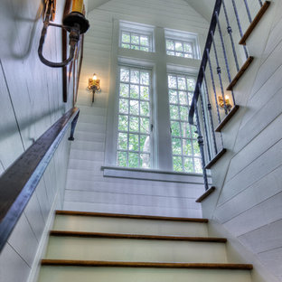 Réalisation d'un escalier tradition avec des marches en bois.
