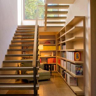 Пример оригинального дизайна: п-образная лестница в стиле кантри с деревянными ступенями без подступенок