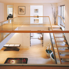 Transitional Staircase by Folio Design LLP