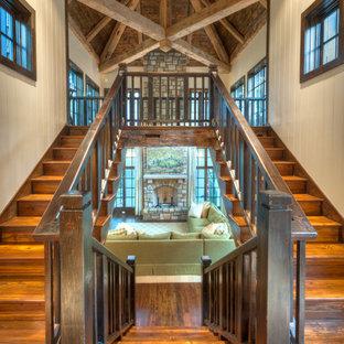 Modelo de escalera en U, rural, grande, con escalones de madera y contrahuellas de madera