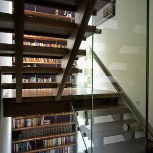 ロンドンのコンテンポラリースタイルのおしゃれなオープン階段の写真