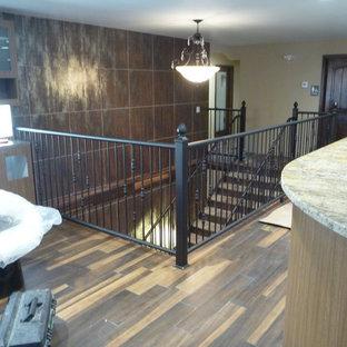 Foto de escalera curva, mediterránea, extra grande, con escalones de metal y contrahuellas de metal