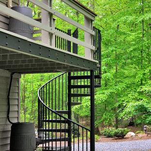 Imagen de escalera exterior clásica renovada