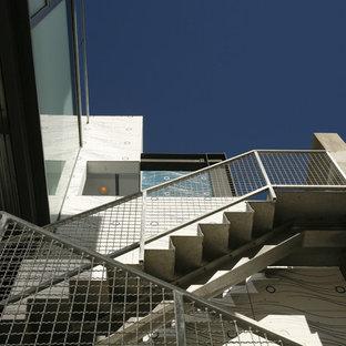 ロサンゼルスのコンテンポラリースタイルのおしゃれな階段の写真
