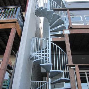 サンフランシスコのインダストリアルスタイルのおしゃれな階段の写真