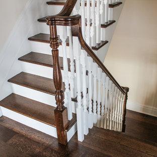 Ejemplo de escalera en U, romántica, grande, con escalones de madera y contrahuellas de madera