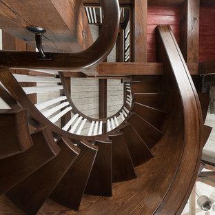 Imagen de escalera suspendida, campestre, grande, sin contrahuella, con escalones de madera y barandilla de madera