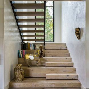 Foto de escalera en U, campestre, de tamaño medio, con escalones de madera y contrahuellas de madera
