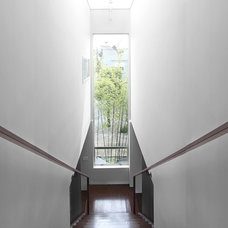 Modern Staircase by Feldman Architecture, Inc.