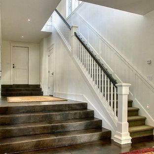 Foto de escalera recta, tradicional, con escalones enmoquetados y contrahuellas enmoquetadas