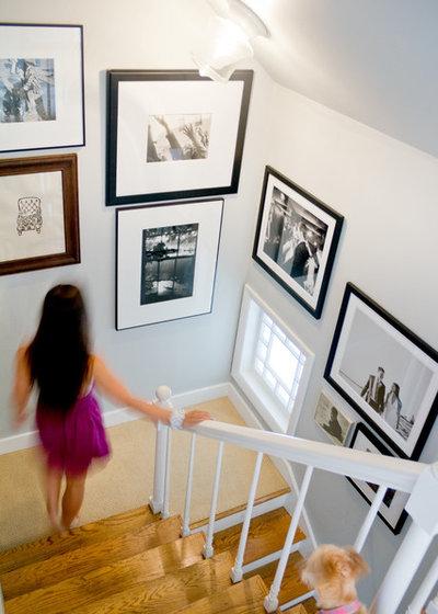 Murs comment harmoniser une composition de cadres for Cadre photo escalier