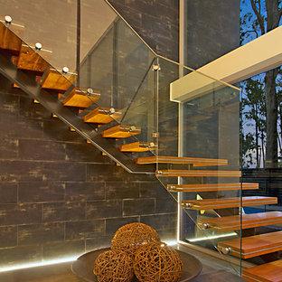 Ejemplo de escalera en L, minimalista, grande, sin contrahuella, con escalones de madera