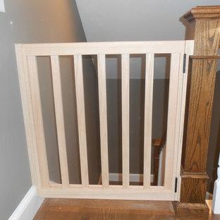 Ejemplo de escalera recta, de estilo americano, pequeña
