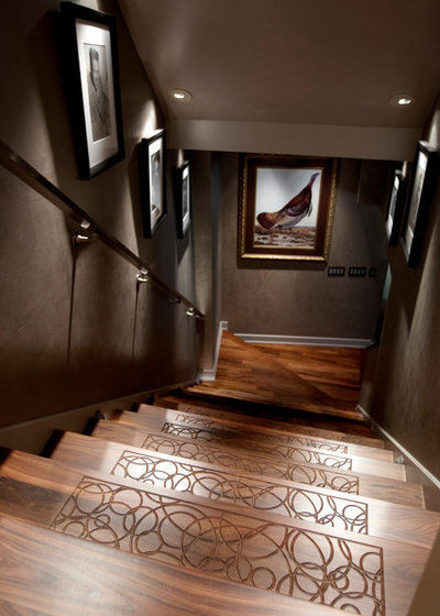 Contemporary Staircase by JAQUE