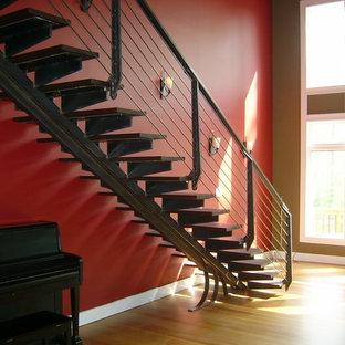 Imagen de escalera suspendida contemporánea