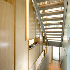 Contemporary Staircase by KUBE architecture