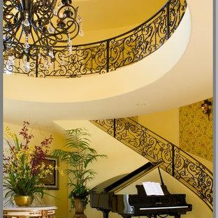 Foto de escalera curva clásica