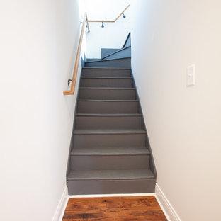 Ejemplo de escalera en L, bohemia, pequeña, con escalones de madera pintada y contrahuellas de madera pintada