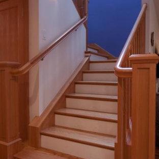 Foto de escalera en U, contemporánea, de tamaño medio, con escalones de madera y contrahuellas de madera pintada