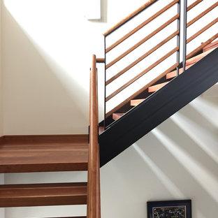Modelo de escalera en L, retro, grande, sin contrahuella, con escalones de madera