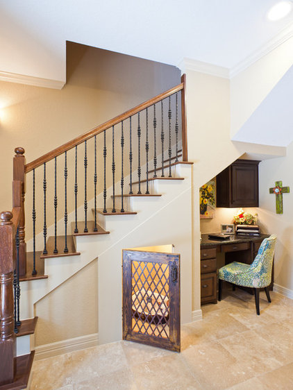 Traditional Staircase by Keechi Creek Builders