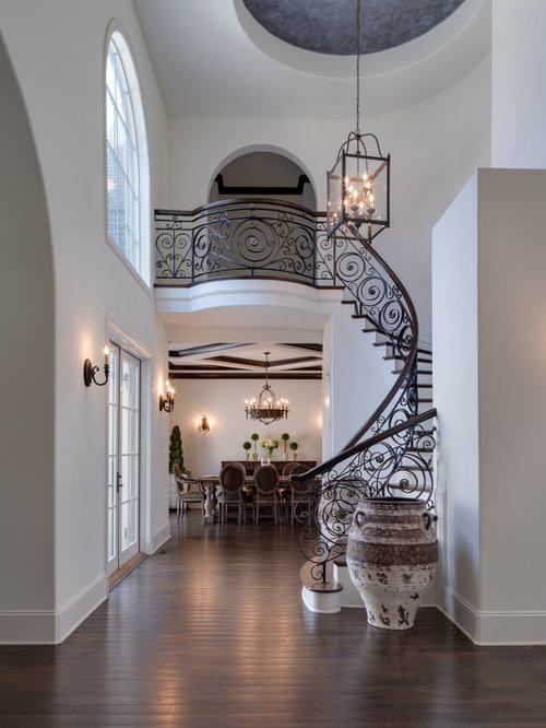 treppenhaus mit metall treppenstufen und gewendelter. Black Bedroom Furniture Sets. Home Design Ideas