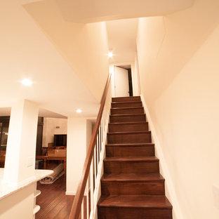 ワシントンD.C.の巨大なモダンスタイルのおしゃれな階段の写真