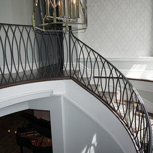 Foto de escalera de caracol, vintage, grande, con escalones enmoquetados y contrahuellas de metal