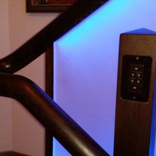 Diseño de escalera en L, actual, de tamaño medio