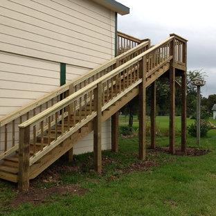 Imagen de escalera recta, clásica renovada, grande, con escalones de madera y contrahuellas de madera