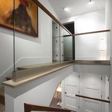 Modern Staircase by Best Builders ltd