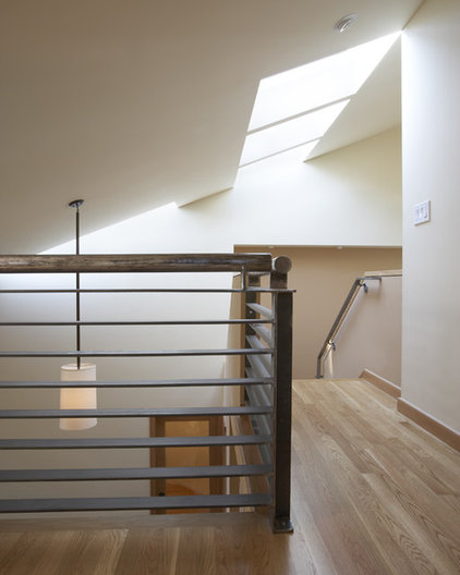 Modern Staircase by Gary Earl Parsons, Architect