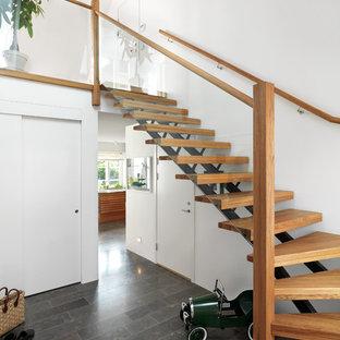 マルメの北欧スタイルのおしゃれな階段の写真