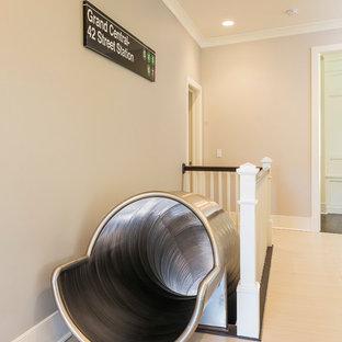 Foto de escalera curva, tradicional renovada, extra grande, con escalones de metal y contrahuellas de metal