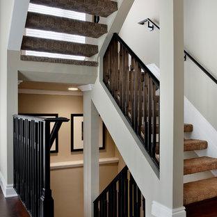 Ejemplo de escalera en U, tradicional renovada, sin contrahuella, con escalones enmoquetados